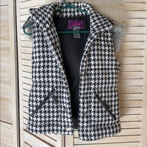 BB Dakota houndstooth vest with removable hood